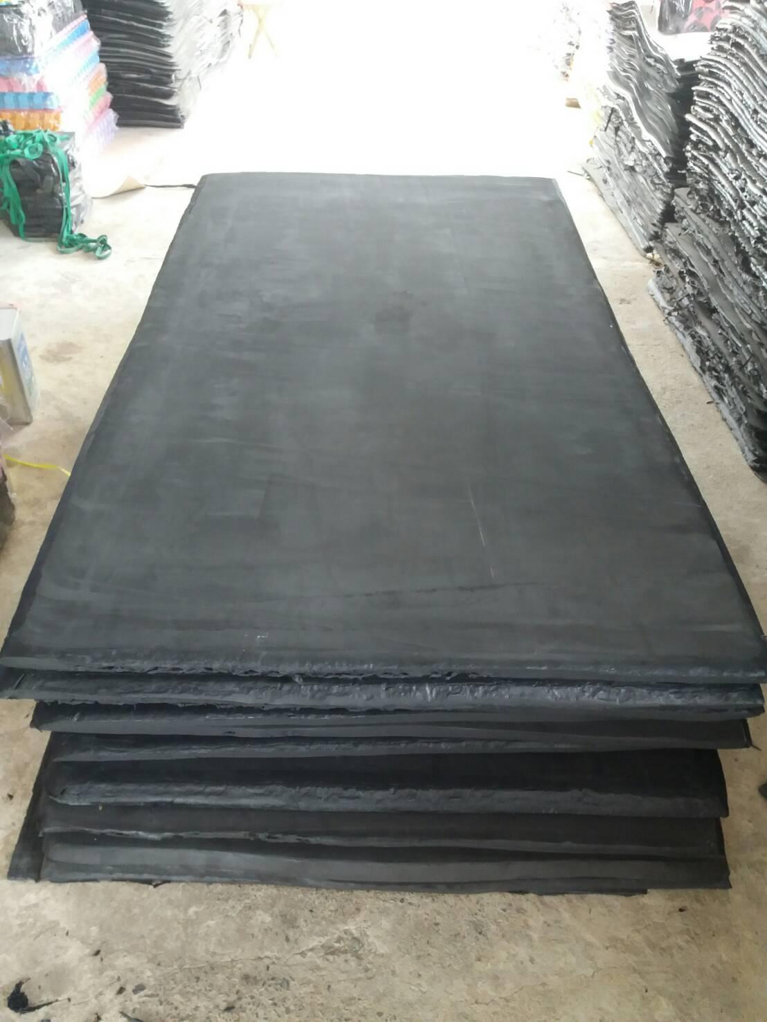 แผ่นยางกันกระแทกสีดำ ขนาด 130 x 230 ซม. หนา 50 มม.
