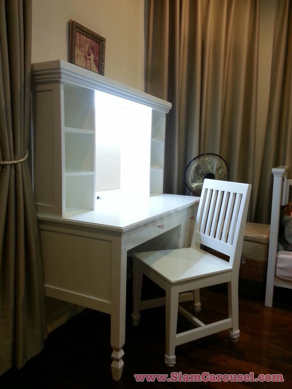 โต๊ะเขียนหนังสือ กับชั้นอเนกประสงค์+เก้าอี้ ของคุณน้ำเย็น หมู่บ้านบางกอกบูเลอวาร์ด รามอินทรา