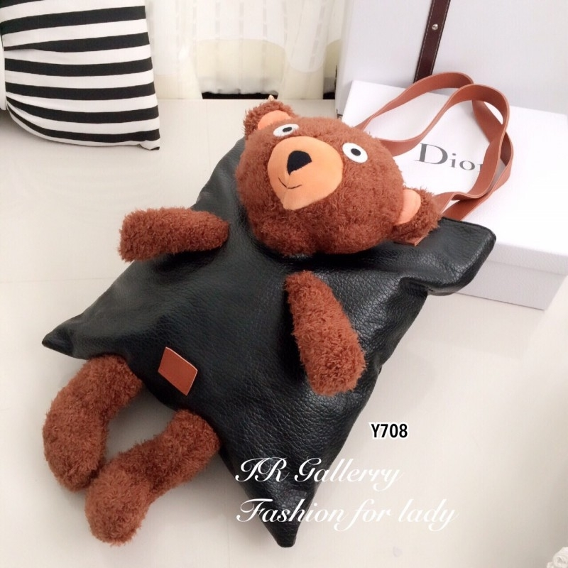 กระเป๋าเป้หนังพียูเนื้อดีรุ่นนี้เฟิมว่าเก๋มาก!! Style Moschino ทรงช็อปปิ้งตัดต่อหัว แขน ขา ตุ้กตาหมีน่ารัก
