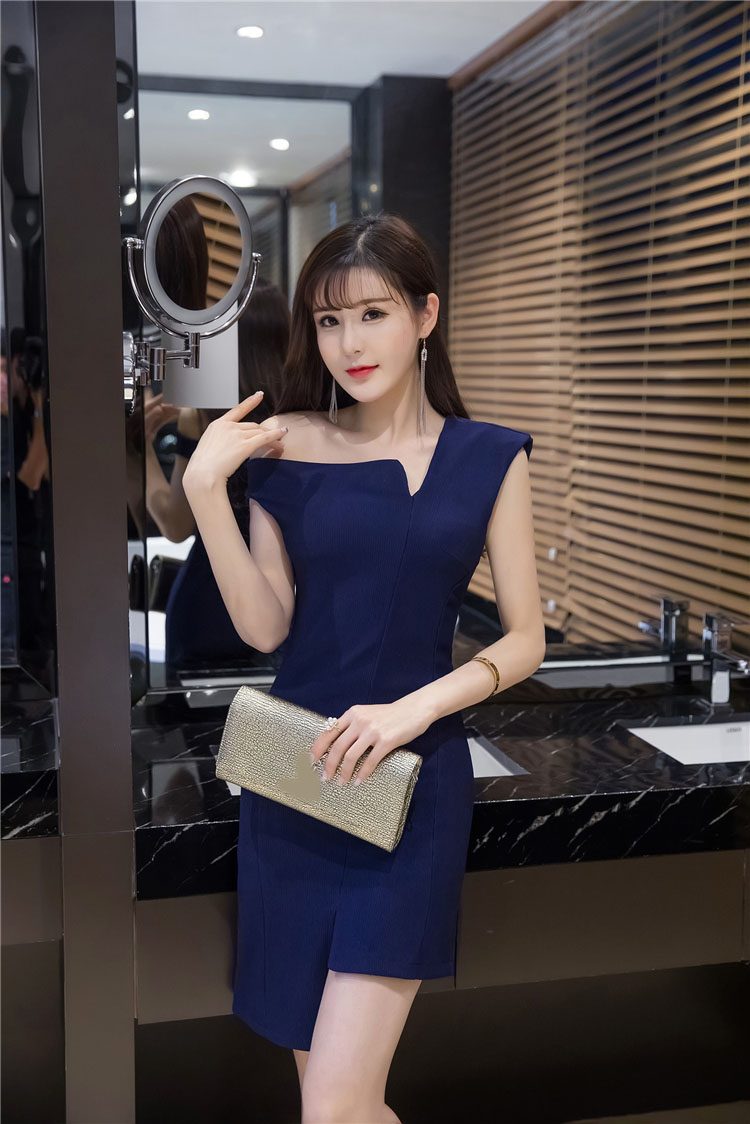 KTFN ชุดเดรสเข้ารูปดีไซส์เกาหลี เซ็กซี่เล็กๆ สีน้ำเงินกรม dark blue สีมืดกว่าในภาพค่ะ