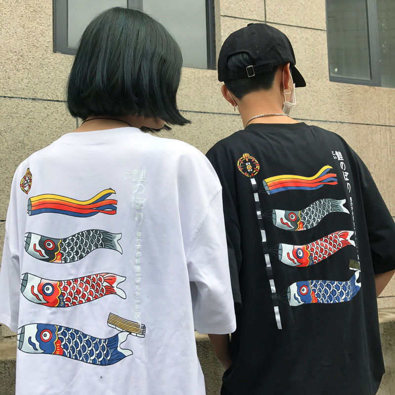 [Preorder] เสื้อยืดแนวสตรีทธงปลาคราฟญี่ปุ่น มีสีขาว/ดำ