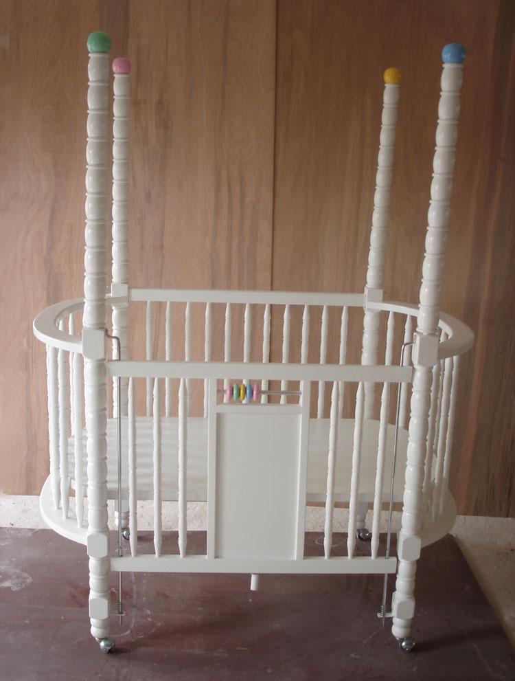 เตียงเด็กอ่อน รุ่นพิเศษ เสามุม 4 ด้าน