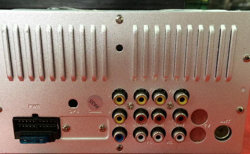 ด้านหลังของ วิทยุติดรถยนต์ 2 DIN ขนาด 6.5 นิ้ว ยี้ห้อ CALTAN