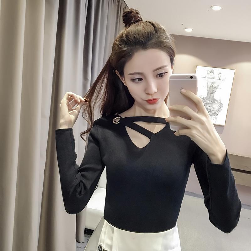 เสื้อแฟชั่นเกาหลี คอวีแต่งสายไขว้ สีดำ