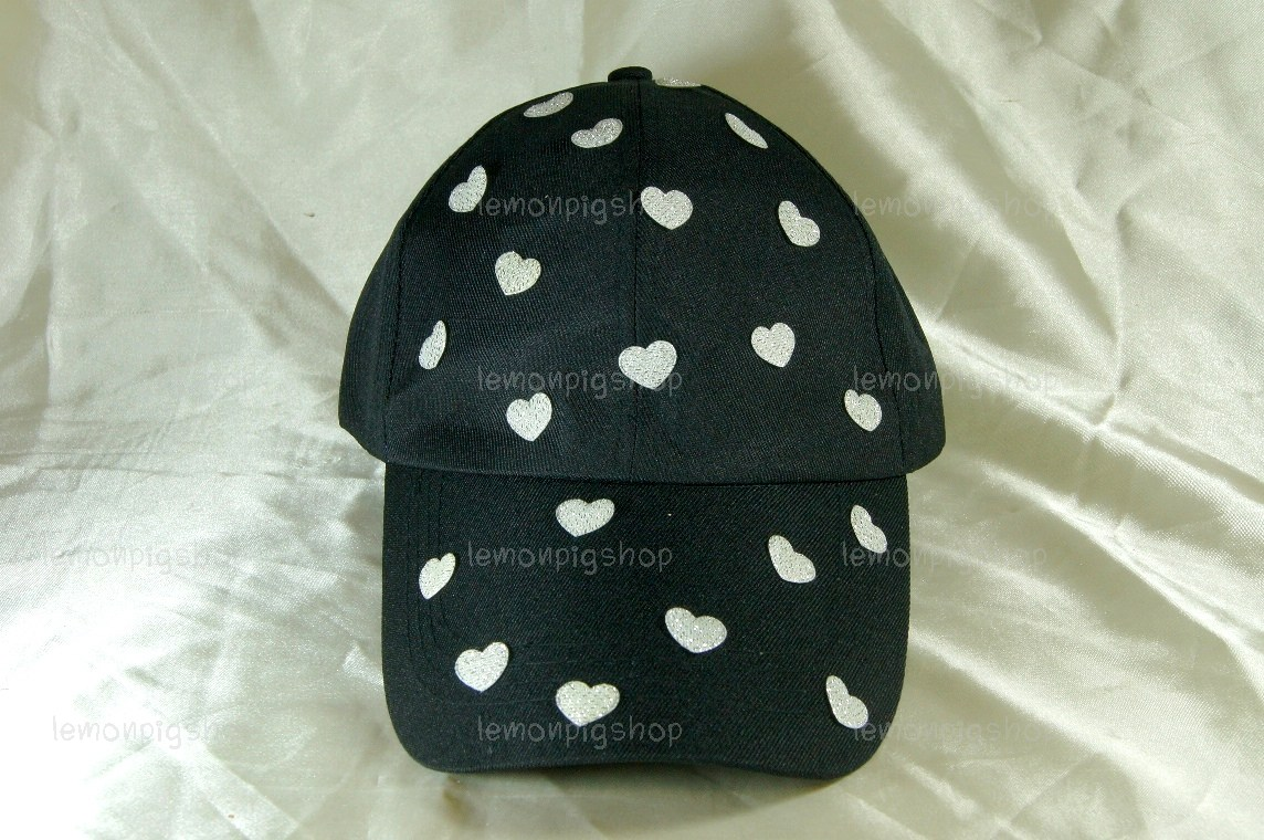 หมวกแก๊ป Cap สีดำ แต่งหัวใจสีขาวเหลือบเงิน เต็มหน้าหมวก