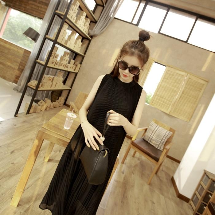 เดรสยาว แฟชั่นผ้าชีฟองอัดพรีท ไล่ระดับ กระดุมคอด้านหลัง สีดำ