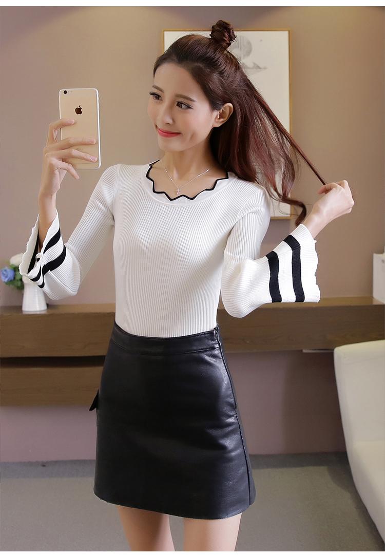 เสื้อแฟชั่นเกาหลี คอหยัก ปลายแขนแตรแต่งแถบดำ สีขาว