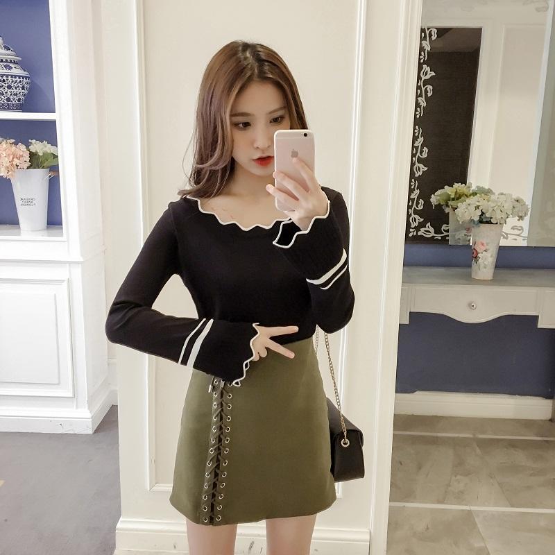 เสื้อแฟชั่นเกาหลี แขนยาว แต่งรอบคอและปลายแขนหยัก แถบขาว สีดำ