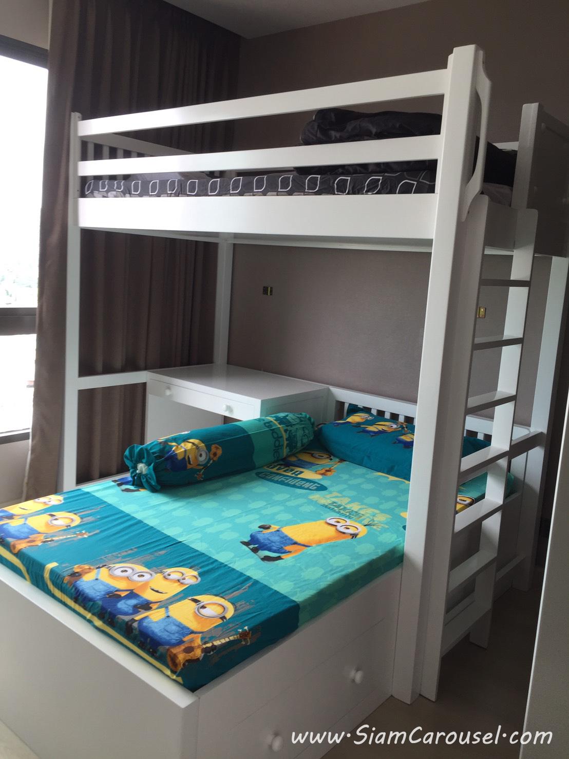เตียง 2 ชั้น ตัวแอล มี 3 ลิ้นชักใต้เตียงตัวล่าง พร้อมโต๊ะเขียนหนังสือ ของคุณนก คอนโด Signature by Urbano BTS สะพานควาย