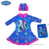 (สำหรับเด็กอายุ 6เดือน-14 ปี) ชุดว่ายน้ำเด็กผู้หญิง Disney Frozen Fever ชุดกระโปรงซิบหน้า สีฟ้า เสื้อแขนยาว สกรีนลาย เจ้าหญิง อันนา เอลซ่า มาพร้อมหมวกว่ายน้ำและถุงผ้า สุดน่ารัก ใส่สบาย ดิสนีย์แท้ ลิขสิทธิ์แท้