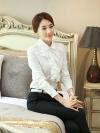 เสื้อแฟชั่น ผ้าชีฟองนิ้มลื่น คอปกตัดแต่งระบายหน้าอก กระดุมหน้า สีขาว