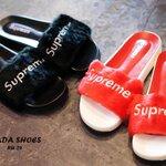 รองเท้าแตะสไตล์supreme ขนเฟอร์ ตัวหนังสือปัก วัสดุพื้นพรีเมี่ยม งานเกรดAAA พื้นตามภาพ