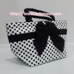กระเป๋าถือ นารายา Size S ผ้าคอตตอน ลายจุด พื้นสีขาว จุดสีดำ ผูกโบว์ สายหิ้ว หูเกลียว (กระเป๋านารายา กระเป๋าผ้า NaRaYa กระเป๋าแฟชั่น)