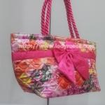 กระเป๋าสะพาย นารายา Size L คอลเลคชั่น ต้อนรับ ตรุษจีน ผ้าซาตินมัน พิมพ์ลายดอกไม้ ผูกโบว์ด้านหน้า สายหิ้ว หูเกลียว มีซิปสีทอง โลโก้นารายา (กระเป๋านารายา กระเป๋าผ้า NaRaYa กระเป๋าแฟชั่น)