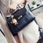 กระเป๋าถือสุดชิคที่มาพร้อมขนาดกระทัดรัดแต่ความจุกำลังดี ออกแบบหรูหราด้วยวัสดุสุดคลาสสิค