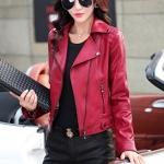 Pre-Order เสื้อแจ็คเก็ตหนัง PU เสื้อแจ็คเก็ตผู้หญิง เข้ารูปพอดีตัว สีแดง แต่งซิปเก๋ มีปก แฟชั่นสาวไบค์เกอร์