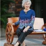 Pre-Order เสื้อผ้าผู้หญิง อายุ 60 up ผ้าพิมพ์ลายเพรสลี่โทนน้ำเงิน แขนยาว คอกลม กระดุมหน้า
