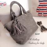 กระเป๋าถือหนังพียู Style Bottega แบรนด์ดังคุณภาพพรีเมี่ยม ดีไซน์หนังสาน แต่งพู่ห้อยดีไซน์เก๋ไก๋