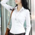 เสื้อเชิ๊ตสีขาวแขนยาว เอวเข้ารูป กระดุมหน้า สีขาว