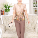 Pre-Order เสื้อผ้าผู้ใหญ่อายุ 60 up เสื้อแขนสั้นลายดอกไม้ส้ม คอกลม ติดกระดุมหน้า มีกระเป๋าสองข้าง กางเกงเอวยืด