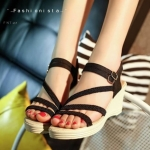 รองเท้าส้นเตารีดดีไซน์เอาใจสาวหวาน วัสดุผ้าแคนวาสเนื้อหนาแต่งสายเปียคาดเฉียง