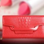 Pre-Order กระเป๋าคลัทช์ปั๊มลายหนังจระเข้ สีแดง กระเป๋าแฟชั่นผู้หญิง เปลี่ยนเป็นกระเป๋าถือออกงานหรูได้ หรือใช้เป็นกระเป๋าสะพายไหล่ได้