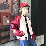 (พร้อมส่ง) เสื้อเบสบอลสีครีมแขนทรงค้างคาวปักตรามีลายการ์ตูนข้างหลัง มีสีแดง/เขียว