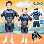 ( For Kids ) Swimsuit for Boy ชุดว่ายน้ำ เด็กผู้ชาย Bat man มาพร้อมกับเสื้อแขนสั้นสกรีนโลโก้ แบทแมน กางเกงขาสั้น มาพร้อมหมวกว่ายน้ำและถุงผ้า สุดเท่ห์ ใส่สบาย ลิขสิทธิ์แท้