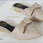รองเท้าคัชชู ทำจากผ้ามีกรีตเตอร์ขอบยางยืดใส่แล้วยืดหยุ่นตามเท้า