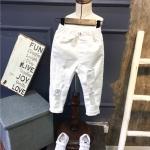 กางเกงสีขาว ขาดๆ แนวๆ