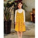 เสื้อสีขาวแขนยาว + เดรสสายเดี่ยวสีเหลืองลูกไม้