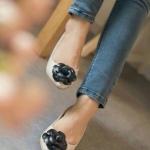 รองเท้าคัชชูทรงหัวแหลม สไตลฺแบรนด์ CHANEL งานหนังนิ่มแต่งหน้าด้วยดอก Camellia