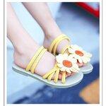 รองเท้าแตะดอกไม้สีเหลือง
