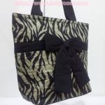 กระเป๋าสะพาย นารายา ผ้าคอตตอน พิมพ์ลายม้าลาย สีดำ-น้ำตาล ผูกโบว์ (กระเป๋านารายา กระเป๋าผ้า NaRaYa กระเป๋าแฟชั่น)