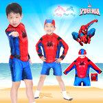 ( For Kids ) Swimsuit for Boys ชุดว่ายน้ำ เด็กผู้ชาย Spiderman บอดี้สูทแขนยาว กางเกงขาสั้น มาพร้อมหมวกว่ายน้ำและถุงผ้า สุดเท่ห์ ใส่สบาย ลิขสิทธิ์แท้