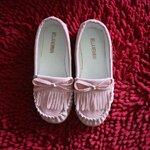 รองเท้าเด็กสีชมพู