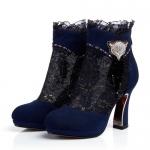 พรีออเดอร์ รองเท้าบู๊ทแฟชั่นผู้หญิง ส้นสูง หัวแหลม หนังแท้ ผสมผ้าลูกไม้ สีน้ำเงิน Brand: Xuan Hong Mi