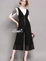 ชุดเซทแฟชั่น งานเซตสุดเก๋ ดีไซน์เสื้อสีขาวเพิ่มงานปักลายสีดำที่แขนเสื้อ มาพร้อมเอี้ยมกางเกงผ้าลูกไม้