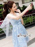 เดรสแฟชั่น งานเดรสลุตสาวหวาน ดีเทลเดรสผ้าด้านในเป็นโทนสีฟ้าสว่าง