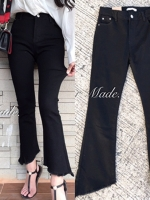 กางเกงแฟชั่น กางเกงยีนส์สีดำเรียบๆ ทรงปลายขาบานตัดเฉียง ผ้ายีนส์ยืดหยุ่นสูงมากค่ะรุ่นนี้