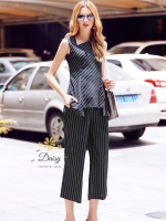ชุดเซทแฟชั่น ชุดเซท เสื้อ+กางเกง เสื้อเป็นแบบระบายชายซิบหลังค่ะ กางเกงแบบขายาวห้าส่วนเอวสูง