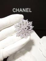พร้อมส่ง ~ เข็มกลัด เกล็ดหิมะ Chanel