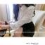 KTFN เสื้อเชิ๊ตคอปกแขนยาว ผ้าชีฟองทึบแสงนิ่มลื่น แต่งแขนลูกไม้ สีขาว thumbnail 1
