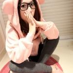 2013 เสื้อคลุมกันหนาว มีฮู้ดหูกลม สีชมพูอ่อน ผ้าฝ้ายฟูลเลอร์ ซิปหน้า เอวรูด มีสายผูกที่เอว สวยน่ารักมากๆค่ะ