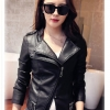 Pre-Order เสื้อแจ็คเก็ตหนังผู้หญิง สีดำ ปกสองชั้น แต่งซิปหน้าและกระเป๋า แขนยาว แฟชั่นเสื้อกันหนาวสไตล์เกาหลี