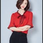 Pre-order เสื้อผ้าชีฟอง ผูกโบว์เล็ก ๆ ที่คอ แขนสั้นแค่ศอกมีระบายที่ปลายแขน สีแดง