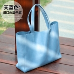 Pre-Order กระเป๋าสะพายผู้หญิง หนังแท้ หิ้วได้ สะพายได้ มีกระเป๋าชั้นในผ้าโพลีเอสเตอร์ถอดได้ สีฟ้า