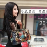 กระเป๋าแฟชั่นเกาหลี แฟชั่นกระเป๋าสไตล์เกาหลี ปี 2013กระเป๋าแฟชั่นเย็บปะ กระเป๋าสะพายแบบเย็บปะ กระเป๋าภาพพิมพ์เย็บปะ