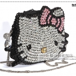 (Pre-Order) กระเป๋าคลัชท์ กระเป๋าสะพายข้างประดับเพชรน่ารัก Hello Kitty Rhinestone bag ประดับคริสตัลน่ารัก ๆ กระเป๋าแฟชั่นเกาหลี ลา่ยเฮลโลคิตตี้ (ขนาดใหญ่)