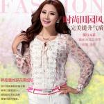 (Pre-Order) เสื้อชีฟองพิมพ์ลายดอกไม้แขนยาว สีขาว ตกแต่งด้วยผ้าลูกไม้สีขาวบริเวณรอบคอ แฟชั่นเสื้อสไตล์เกาหลี แฟชั่นย้อนยุค